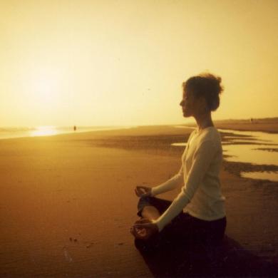 meditando-playa1.jpg